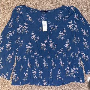 HP 🔥 NWT AEO Floral Bell Sleeve Top